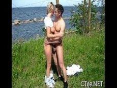 Porno no meio do mato e em frente a uma bela praia