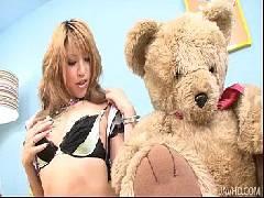 Pornos hd com japinha se masturbando no sofá