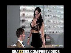 Professora gostosa pra caralho seduzindo seu aluno burrinho