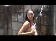 Raquel Rabuda bem gostosa se banhando
