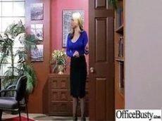 Sarah Vandella coroa peituda e boa pra caralho mostrando os peitos