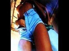 Tirando o shortinho jeans da loira vadia