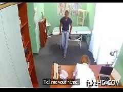 Transando com a doutora ruiva em seu escritório