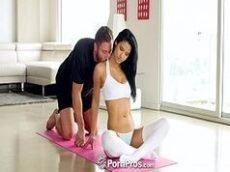 Trepando com o professor de ginastica