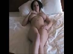 Vídeoporno com uma morena muito peituda