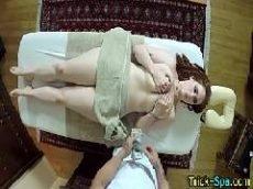 Video porno grátis com a ruiva toda branquinha indo até o massagista