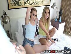 Video porno novinhas safadinhas em cima da cama