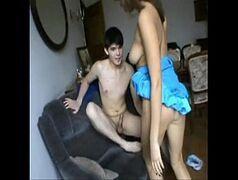 Videos de sexo amador com a novinha peituda dando uma mamada no cacete