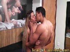Videos porno gratis com Monique Lopes que é uma loira muito gostosa