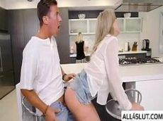 Vidos porno loira gostosa de shortinho na cozinha