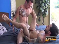 X videos gay em cima cama com os dois bombados se pegando com tudo