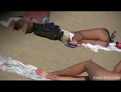magrinha foi flagrada na praia de nudismo