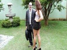 Brasileira bunduda no porno nacional seduzindo corretor