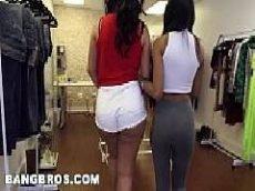 Duas brasileiras rabudas do redtube nacional mostrando do que são capazer no sexo com o marmanjo dotado de sorte