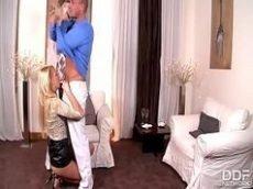 Loira fazendo sexo oral sensacional no xvideo.com