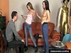 Malandro metendo em duas novinhas jovenzinhas