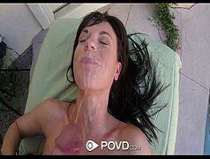 Novinha safada pedindo leitinho na cara pro namorado pauzudo depois da massagem