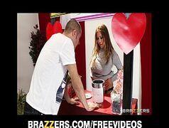 Sexoporno brasileira taradinha fazendo sexo selvagem no camarim