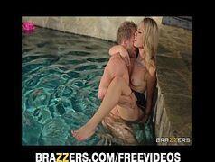 Sobrasileiras loirinha gostosa brazzers fazendo sexo gostoso com o marmanjo na piscina