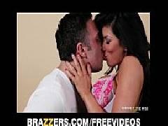 Video porno grátis morena madura fazendo sexo com o marmanjo tarado no sofá