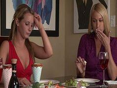 Duas putinhas loiras lesbicas fudendo porno carioca