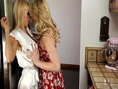 Loira rabuda e coroa peituda no xvideos lesbicas