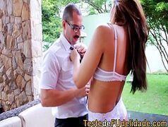 Porno nacional morena safada quicando na pica do namorado pauzudo no jardim
