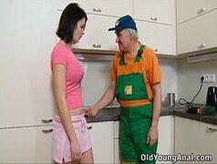Sexologia feminina novinha taradinha dando pro encanador velho dotado