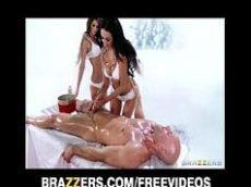 Video porno de mulher pelada duas malandras dando os cuzinho pro marmanjo sortudo