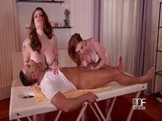 Videos de xexo com o massagista sortudo traçando duas ruivonas