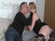 Coroa loira gostosa fazendo sexo no motel