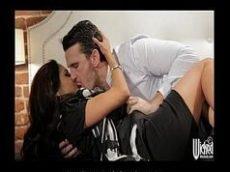Filme porno com uma morena muito gostosa e peituda