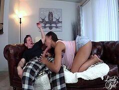 Fodendo garota negra rabuda em vídeo pornô