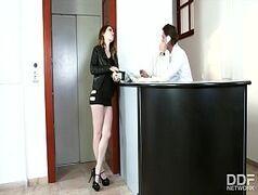 Maladrinha marrenta fazendo putaria com chefe do escritorio porno casadas