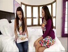 menina lesbica sendo chupada pela prima novinha