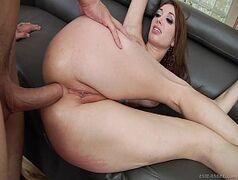 Morena muito gostosa fazendo um sexo anal bem foda