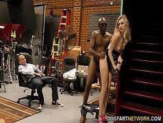 Mulher de corno dando na frente dele pornô sexolandia