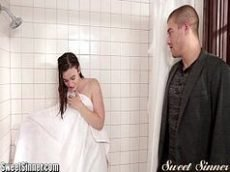 Novinha bunduda no banheiro fazendo filme de sexo
