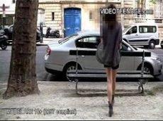 Novinha fudendo no sofá com desconhecido