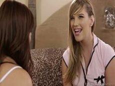 Novinha magrinha lesbica caiu na net