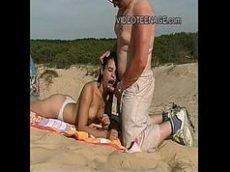 novinha safada dando a xoxota na praia