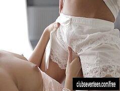 Novinhas magrinhas se pegando