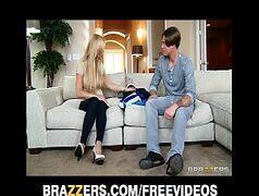 Novinhas sex loirinha safada dando pro colega de escola no sofá de casa