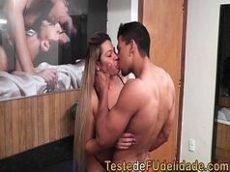 Porno boquete ninfetinha brasileira quicando na piroca do amante no motel