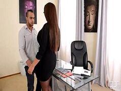 Porno online com uma secretária muito gostosa