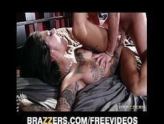Prostituta tatuada no pornô x vídeo fodendo