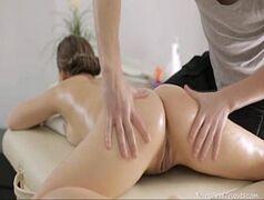 sexo anal com novinha caseira