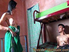 Sexo brasileiro com casal metendo gostoso pra caralho na favela