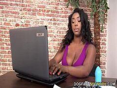 Sexo lésbico interracial de safadas em pornhd