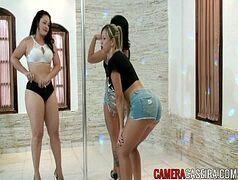 Video porno brasileiro com as gostosas rebolando ate o chão